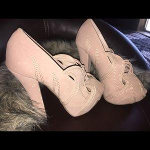 Show dazzle heel size 6